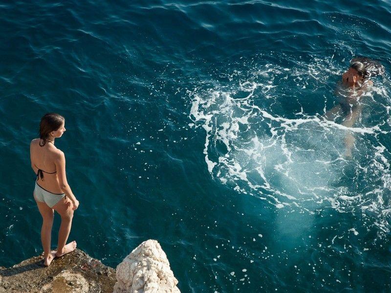 Baden im tiefblauen See im Lammertal